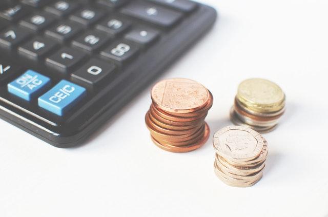 peníze a kalkulačka.jpg