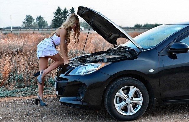 porucha auto kapota