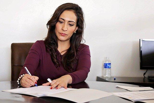 žena v kanceláři