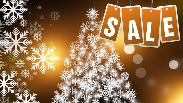 vánoční stromeček a nápis sale